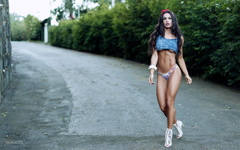 Fernanda D'avila  paparazzo__50__005