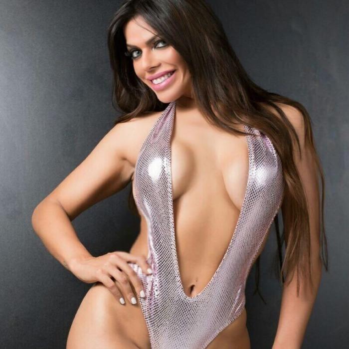 Suzy Cortez sexy